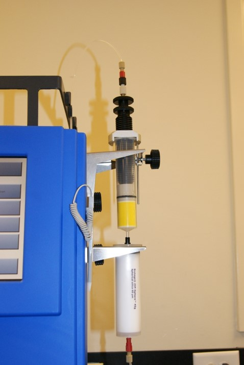 In-line dry sample loading (dry loading) often eliminates purification issues related to strong injection solvents.